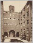 Gezicht op de binnenplaats van klooster De Voorzienigheid, Elandsstraat 34, gezi…