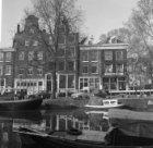 Prinsengracht 296 - 304 (ged.) v.r.n.l. Rechts op de achtergrond Elandsgracht 16…