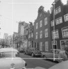 Kerkstraat 188 (ged.) - 234 v.r.n.l., gezien naar de onderdoorgang van flatgebou…