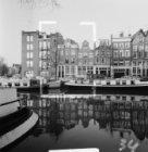 Korte Prinsengracht 40-50, links hoekpand Brouwersgracht 166 en geheel links de …