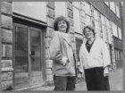 De dames Schrier en Kriek van Baanvak voor Molukkenstraat 122-124