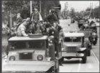 Optocht legervoertuigen op de Vrijheidslaan gezien richting de Berlagebrug