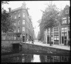 Tuinstraat gezien vanaf de Westerkade naar Lijnbaansgracht en links Brug 130