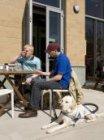 Terras aan de Oranje-Vrijstaatkade van grand café Arts & Food in het Stadsdeelhu…