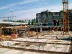 Betonnen fundament, bestemd voor de bouw van een ondergrondse parkeergarage op h…