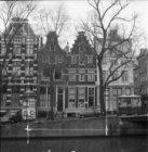 Herengracht 82 - 88 (ged.) v.r.n.l., rechts de Herenstraat