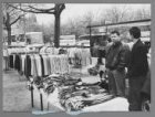 Professionals op het Museumplein tijdens de vrijmarkt op Koninginnedag