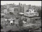 Het Amstelveld wordt omgetoverd in een Zuid Amerikaanse feestmarkt. Links op de …