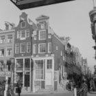 Brouwersgracht 218 - 222 (ged.) v.r.n.l. en rechts Binnen Oranjestraat 18 - 28 v…
