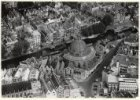 Luchtfoto van de Ronde Lutherse Kerk, Singel 11, en omgeving, gezien in noordwes…
