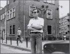 Zaanstraat 88. Dhr. Langereis, beheerder van het badhuis, staande voor het gebou…