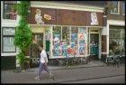 Blauwburgwal 7 met gekraakt winkelpand