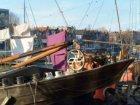 Woonschepen in het Westerdok gezien in noordwestelijke richting naar de Zoutkeet…