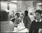 De cosmetica-afdeling van Max Factor in het warenhuis de Bijenkorf, Dam 1