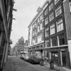 Noorderkerkstraat 1 - 5 met aansluitend links de zijgevel van Lindengracht 63