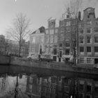 Reguliersgracht 32 (ged.) - 38 v.r.n.l. Links aan de overzijde Keizersgracht 702…