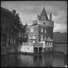 De Schreierstoren op de Prins Hendrikkade hoek Geldersekade van achteren gezien