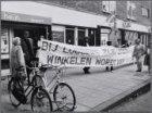 Molukkenstraat 95-101. Minimumlijders demonstreren voor de vestiging van Albert …