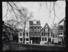 Leidsegracht 98 (ged.)-108 (ged. (v.r.n.l.). Links is ingang Raamdwarsstraat en …