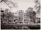Prinsengracht 254-266 (ged.) (v.r.n.l.). Rechts de ingang van de Lauriergracht