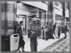 Hotelrunners en rugzaktoeristen op het Centraal Station