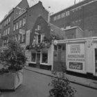 Tweede Rozendwarsstraat 1 - 13 (ged.) met links aansluitend een deel van de zijg…