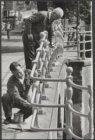 Schilderswerkzaamheden aan brug 38 met de Reguliersgracht over de Keizersgracht …