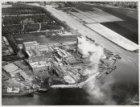 Luchtfoto van het terrein van de Koninklijke Zwavelzuurfabrieken Ketjen NV., Nie…