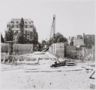 Mauritsstraat en de bouw van een brug over de Singelgracht gezien naar het Prof.…