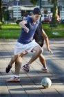 Straatvoetbal op het Van Tuyll van Serooskerkenplein
