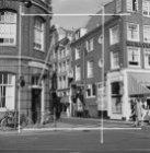 Rembrandtplein 1 (ged.) - 3 (ged.) met op nummer 1 politieposthuis no. 28 en op …