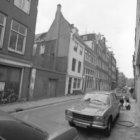 Grote Bickersstraat 47 (ged.) - 101, onderbroken door de Kleine Bickersstraat. I…