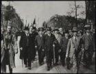 Meibetoging door Amsterdam met vooraan de SDAP-ers Wibaut, De Miranda, Van der W…