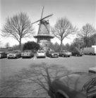 Haarlemmerweg 465, korenmolen De Bloem. Op de voorgrond de Nieuwpoortkade
