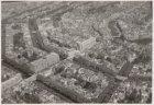 Luchtfoto van de Vijzelstraat (midden) en omgeving gezien in noordoostelijke ric…