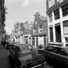 Tichelstraat 25-47 (ged.) en links op Tichelstraat 8-10, de Tichelkerk
