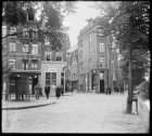 Tichelstraat, rechts de Lijnbaansgracht en links Lindengracht 251 , het café van…
