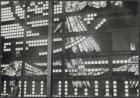De glas in betonwand van de gereformeerde Koningskerk, Van 't Hofflaan 20