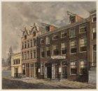 Noordzijde van Raamstraat 6 met verkooplokaal van Van Campen