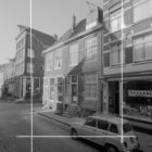 Weteringstraat 22 (ged.) - ca. 40 v.r.n.l., tussen de nummers 26 en 28 de Tweede…