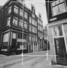 Noorderkerkstraat 12 - 18 v.r.n.l. Rechts Noordermarkt 27 (ged.), links de Linde…