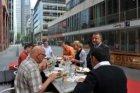 Lunch op het terras van Oliver's Salads & Bar, Claude Debussylaan 78