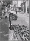 Opgebroken wegdek in de Boomstraat ter hoogte van de Eerste Boomdwarsstraat. Rec…