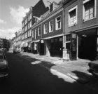 Kerkstraat 155 - 187 (ged.) met links aansluitend de zijgevel van Nieuwe Spiegel…