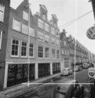 Eerste Weteringdwarsstraat 1 (ged.) - 77 (ged.) met op de nummers 3 - 7 handelsm…