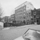 Looiersgracht 1 - 55 met op de nummers 45 - 55 Klene's suikerwarenfabriek, gezie…