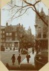 Oude huizen in de Vijzelstraat, ziende van de Keizersgracht naar de Herengracht