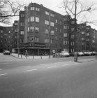 Bernard Kochstraat 2-46 en links ervan Bertelmanplein 78-122 (architect J.C.van …