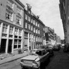 Lindenstraat 2 - 4 (ged.) v.r.n.l. met rechts aansluitend de zijgevel van Noorde…