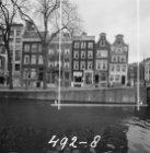 Reguliersgracht 27 (ged.) - 39 en rechts de Keizersgracht